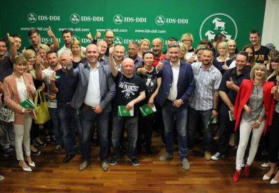 Miletić i Cvek svečano uručili  članske iskaznice novim članovima pulskog IDS-a