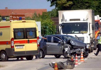 Deset osoba lakše ozlijeđeno u prometnoj nesreći